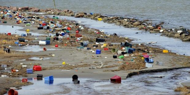 S.O.S. Els plàstics ens están innundant!
